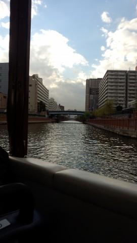 奥に見えるのは日本橋のビル群らしい。